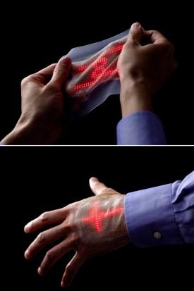 Fotografía cedida por el Grupo de Investigación de Takao Someya, profesor de la Universidad de Tokio, que ha desarrollado una micro pantalla LED ultrafina y elástica que puede adherirse a la piel y mostrar gráficos simples en movimiento - FOTO: EFE