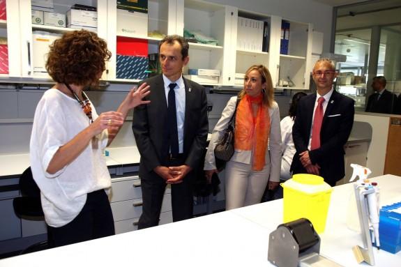 El ministro de Ciencia, Innovación y Universidades, Pedro Duque, en la Universidad de Salamanca, donde visitó el edificio de I+D+i. - FOTO: EFE/J.M.GARCIA