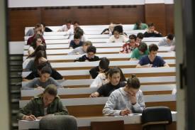 Estudiantes realizando la ABAU (Selectividad) en una foto de archivo - FOTO: ECG