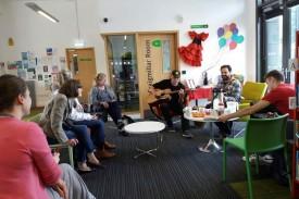 Fotografía facilitada por la Biblioteca Craigmillar de Edimburgo, sobre una de las actividades organizadas con motivo de la semana dedicada a España - FOTO: EFE/Biblioteca Craigmillar de Edimburgo