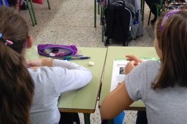 Estudiantes en un aula  - FOTO: EUROPA PRESS