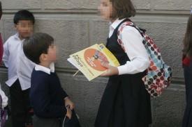 Foto de archivo de unos niños con uniforme de la escuela concertada - FOTO: Kiko Delgado