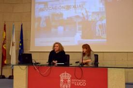 La diputada de Promoción Económica y Social, Sonsoles López Izquierdo (iz), con la médico especialista Estefanía Fernández durante la presentación del proyecto - FOTO: DEPUTACIÓN DE LUGO