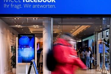 Foto de archivo de la sombra de una tienda efímera de Facebook en Colonia (Alemania) - FOTO: EFE