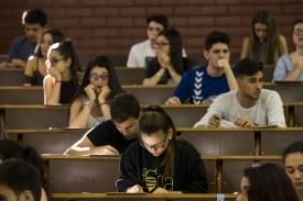 Alumnos en una prueba de examen - FOTO: EFE