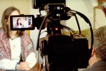 VÍDEO Imagen del audiovisual con el testimonio de Carmen, la madre de un adolescente acosado en A Coruña - FOTO: Amnistía Internacional
