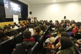 Foto de archivo de un grupo de alumnos del Instituto Rosalía de Castro, de Santiago, durante su asistencia a una videoconferencia sobre la Antártida - FOTO: ECG