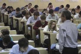 Estudiantes realizan las pruebas de selectividad en la Universidad de Extremadura.   - FOTO: UNIVERSIDAD DE EXTREMADURA - Archivo