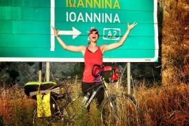 A filósofa e escritora Anina Anyway pregunta se facer o Camiño soa ou non no seu blog