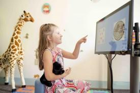 Una niña con un juego de habilidad matemática  - FOTO: CARNEGIE MELLON UNIVERSITY