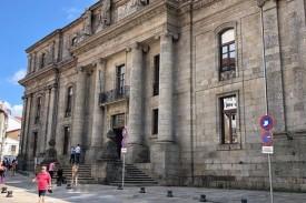 En la imagen, fachada de la Facultade de Xeografía e Historia de la USC. - FOTO: ECG