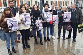 Las portavoces del Sindicato de Estudiantes junto a representantes de CCOO, UGT, STES, CGT, la confederación de familias CEAPA, la Coordinadora Estatal por la Defensa del Sistema Público de Pensiones y la asociación Arcópoli. -  - FOTO: EUROPA PRESS