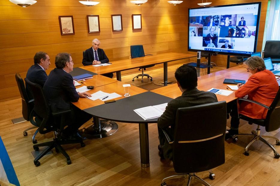 CÓNCLAVE. Feijóo inició la cita con los expertos y los titulares de Facenda, Economía, Medio Rural y Mar.  - FOTO: X. Crespo