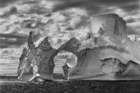 Iceberg entre la isla Paulet y las islas Shetland del sur en el mar de Weddell  - FOTO: SEBASTIÃO SALGADO/AMAZONAS IMAGES/CAIXAFORUM