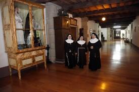Diez monjas de clausura que conviven en el convento de Santa Clara, en Santiago